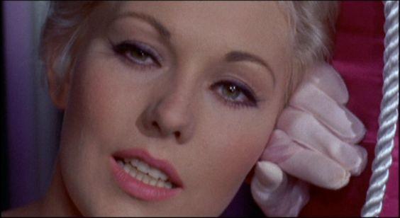 Imagen de http://www.dvdbeaver.com/film3/dvd_reviews51/kim_novak_/Kim-Novak-Collection_DVD_R1_Disc3_Pal-Joey_11245.jpg.