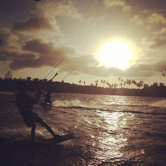 """""""É tão bom sair de casa sentar na beira da praia e sentir a brisa do mar"""""""