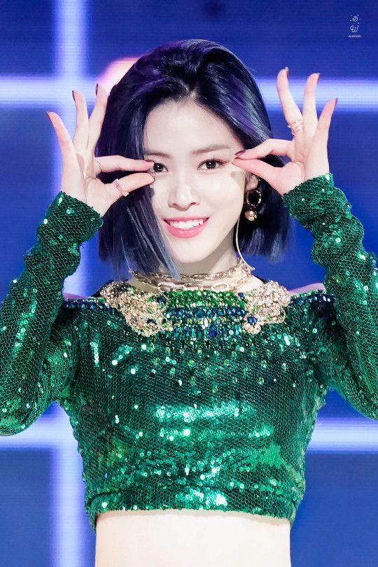 Kpop Girl In Rainbow Dress Kpop Girls Itzy Rainbow Dress