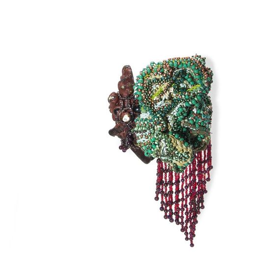 "Sébastien Carré - ""Even If We Have To Loose Blood"" - Brooch - 2016 Japanase Lacquer, Japanese Paper, Garnet, Serpentine, Chrysoprase, Tiger Eyes, beads, silk  ""Même s'il faut perdre du sang"" - Broche - 2016 Laque Japonaise, papier Japonais, grenat, serpentine, chrysoprase, oeil de tigre, perles rocaille, soie  for Gioielli in Fermento 2016 - https://gioiellinfermento.com Torre Fornello: http://www.torrefornello.it  photos: Milo Lee Photography:"