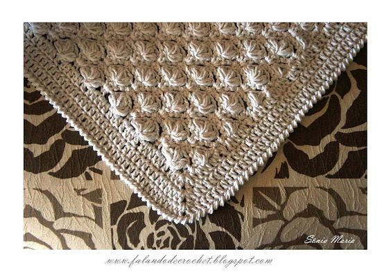 Beautiful puff stitch blanket pattern (in Portugese) by Falando  de Crochet. With clear diagrams and a translate button. ♥