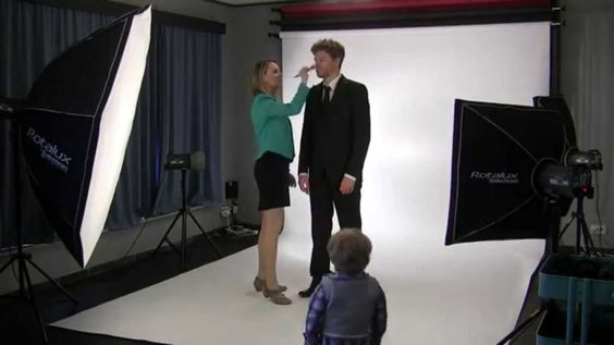 'Simon Says' by Willemsson (Official Music Video) Knipoog naar  #wiegelooftdiemensennog #vk14 #SimonSays