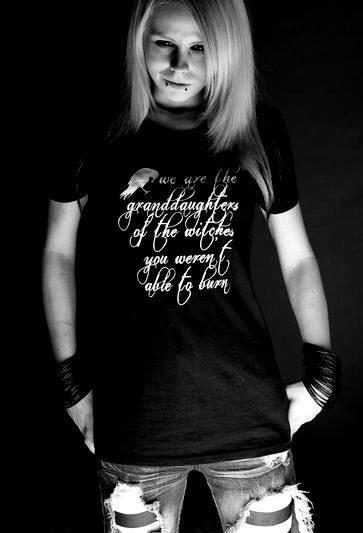Womens T-Shirt Enkelinnen von den Hexen Wicca heidnischen Witchcraft von HellsFinestClothing auf Etsy https://www.etsy.com/de/listing/225284584/womens-t-shirt-enkelinnen-von-den-hexen