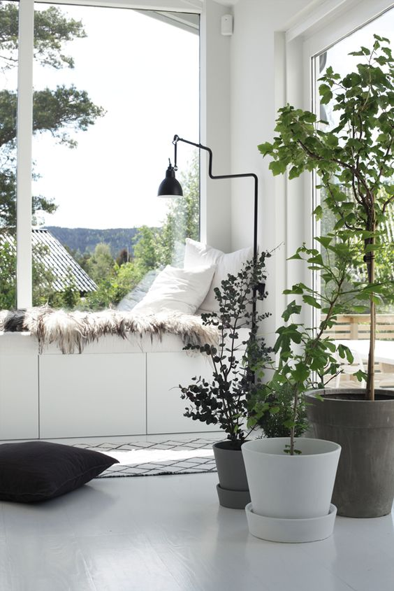 VM - lots of greenery for a fresh look and pops of colour, nice contrast against monochrome
