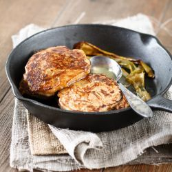 Pear Pancakes with Honey Butter. They're tasty, sweet and quite healthy! (scroll dowm for recipe in English)