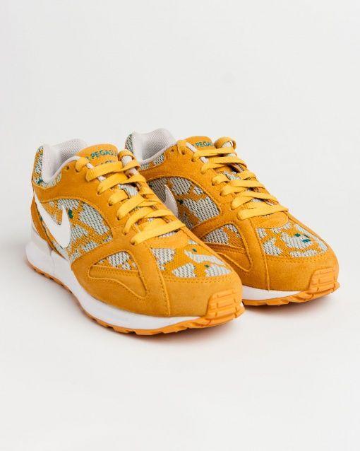 Sneakers pour femme de marque nike jaune. Collection automne / hiver 2015 vendue par Shop Majestic au prix de 110 €. Shop majestic, le site référence de la chaussure et Sneakers femme