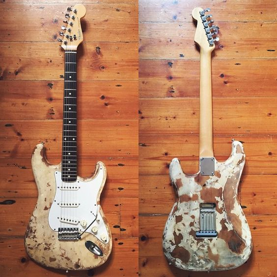 A friend on Instagram posted this old 1989 Japanese Fender Stratocaster, the burns didn't come stock of course!