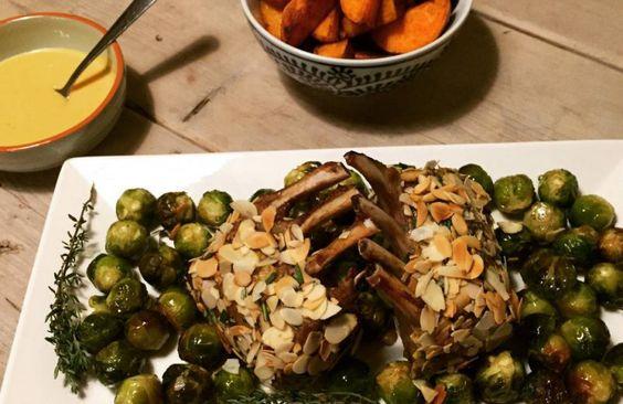 Lamsrack met amandelkorst, spruitjes en gebakken zoete aardappel