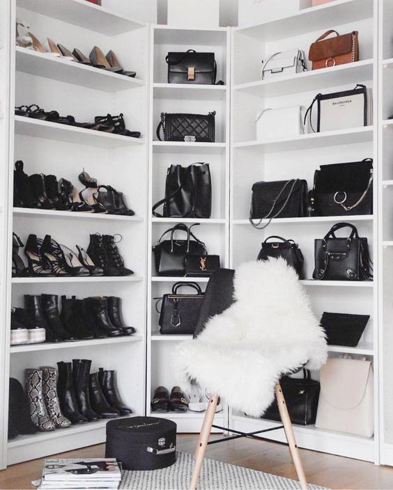 Come Vestirsi Bene Con Poco No Time For Style Popularretrohomedecortimecapsule Closet Decor Home Bag Closet