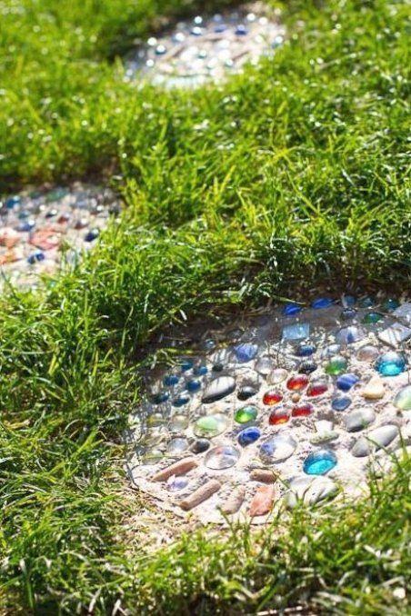 Trittplatten Gartenwegeideen Gartenwegeanlegen Gartenwege Mosaic Garden Art Diy Garden Mosaic Garden
