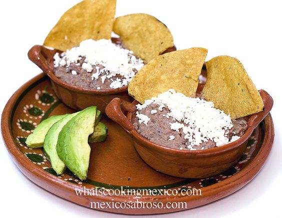 Frijoles refritos con totopos y aguacate A classic starter for all of Mexico