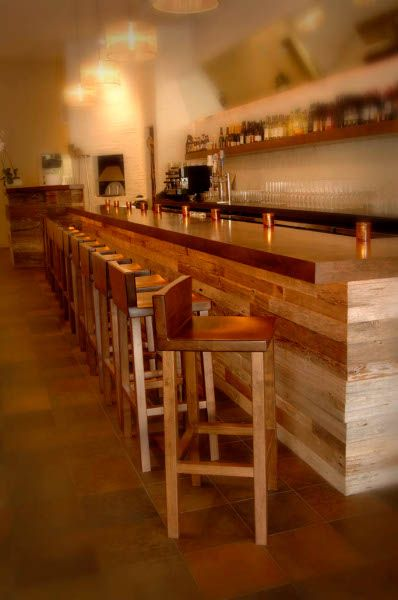 Front of counter coffee shop ideas pinterest classic - Classic bar counter design ...
