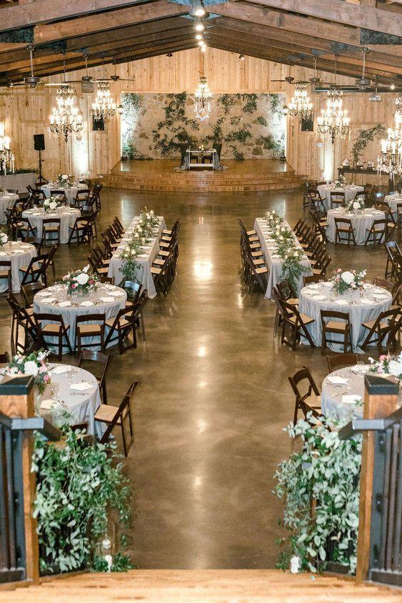 wedding table with enough entrance