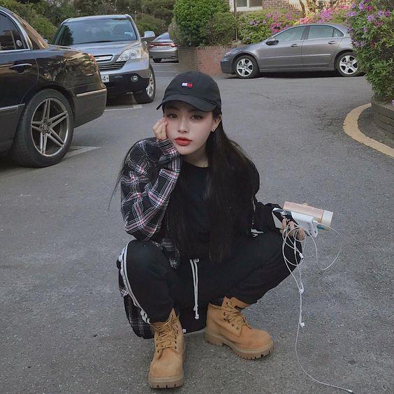 """I'm Your Muse on Instagram: """"ë' 은 따뜻해졌는데 블랙을 더 많이 ìž…ê³  다닌다구우 ♀️✨ #ss18 #markgonzales #gonz #ë§ˆí¬ê³¤ìž˜ë ˆìŠ¤â€ #koreanfashion"""