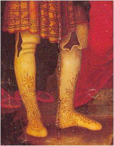 Es un calzado de origen morisco, documentado a finales del siglo XV.   Llegaba hasta la corva de las rodillas ( borceguí corto ) o las sobr...: