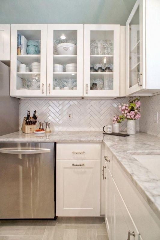 Küchenschränke mit Glastüren #glasturen #kuchenschranke ...