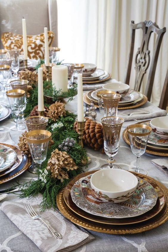 60 Excellent Christmas Table Decorating Ideas That Makes Dining An Incredibly Special Experie Christmas Dinner Table Winter Dining Table Decor Christmas Table