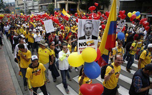 Efectúan protestas antigubernamentales en Bogotá y Medellín - http://a.tunx.co/g8P6Z