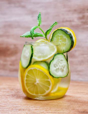 Diez aguas con sabor, la alternativa a los refrescos - ELLE.ES