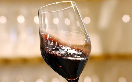 The Great Wine Debate Corks Really Are Better Than Screw Tops Oxford Study Finds Red Wine Wine Drinks Wine