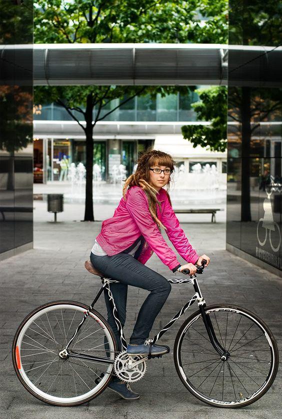 Girls On Bicycles! » Dziewczyny na rowerach