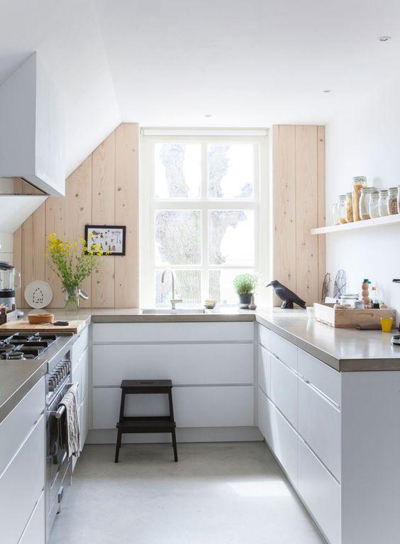 kleine Küche in weiß, hellgrau und helles Holz Einrichtung - küchenfronten lackieren lassen