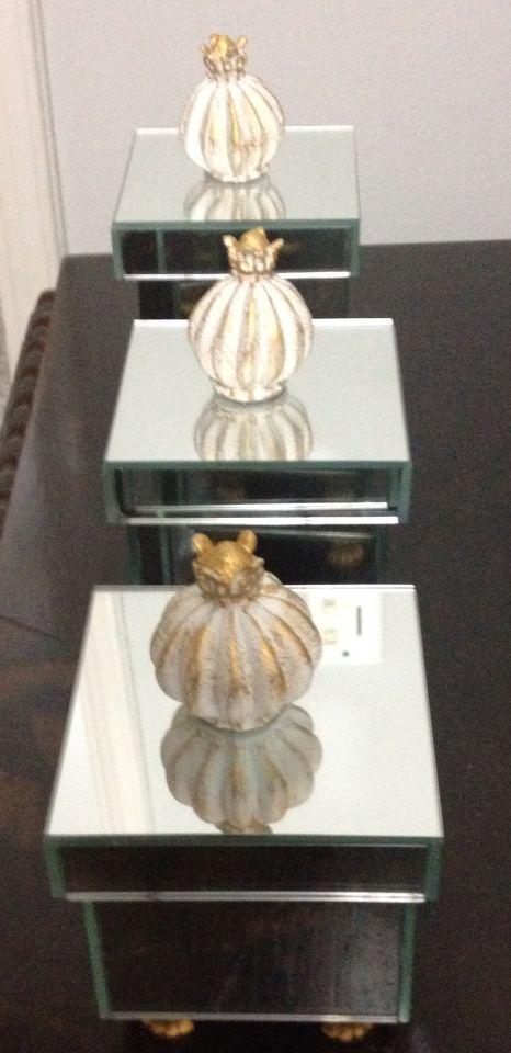 Puxadores com pátina douradas no potes de espelho