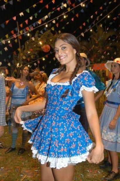 vestido de festa junina curto azul com flores