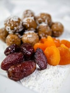 Raw Vegan Date and Apricot Energy Balls – Ripe Life – A food blog with vegan recipes
