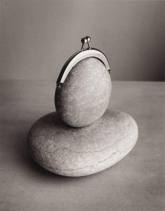 Az 1958-ban született Chema Madoz Madridban él és dolgozik. A spanyol fotográfus már harminc éve különleges helyet foglal el a nemzetközi művészeti életben. Nagyon egyedi alkotásai egyik konkrét irányzathoz sem sorolhatók, habár gyakran a szürrealizmus hatását mutatják. Az…