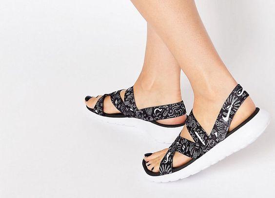Sommerschuhwerk muss nicht unbedingt zart sein. Der Trend der sporty Sandals ist auf dem Vormarsch und das mussten wir uns natürlich genau angucken.