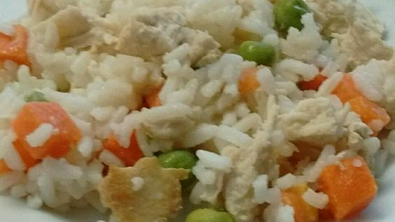Pamper your puppy with this homemade chicken and rice meal. Soon tails will be wagging all across America!