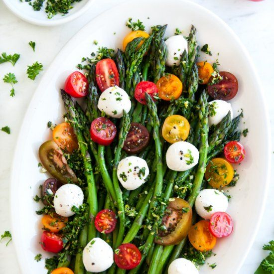 Asparagus Caprese Salad with Basil Gremolata - A 10 minute salad with fresh asparagus, mozzarella balls, and cherry tomatoes.