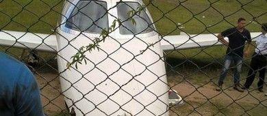 Avião sai da pista e atinge tela de proteção no aeroporto de Angra (Alan…