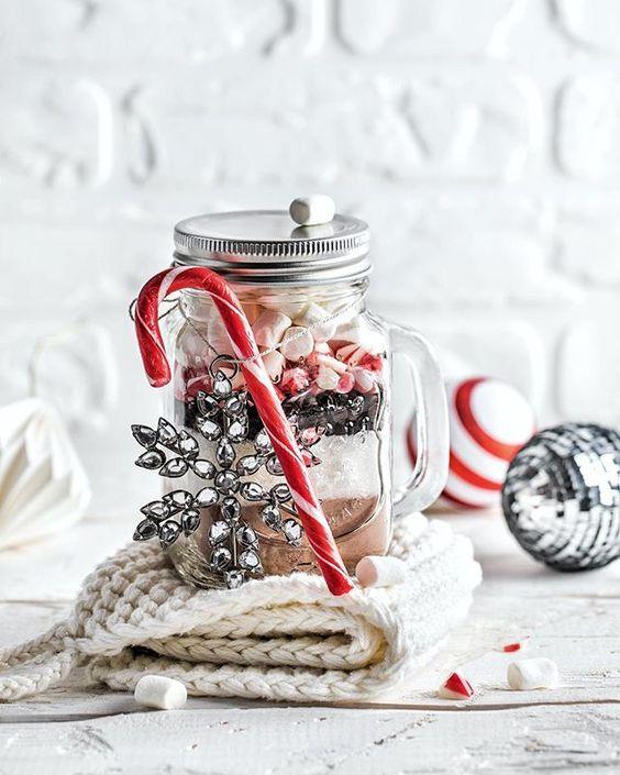 Hot chocolate mix  / Продолжаем тему со сладкими подарками, начатую несколько постов назад под фото с печеньем с M&M's (по секрету, у меня изначально было 4 идеи, что спрятать в банку, посмотрим, насколько меня хватит ). Здесь у нас любимый напиток холодного времени года - горячий шоколад. ☺️ На баночку 500 мл вам понадобится: 30 г сухого молока 40 г несладкого какао-порошка 100 г сахара 50 г тёмного шоколада 1-2 сахарные трости (по желанию) мини-маршмеллоу Как готовить: Смешать...