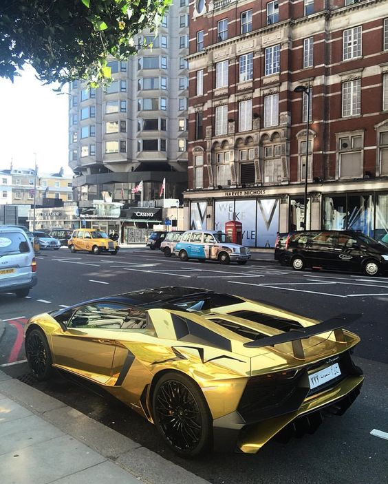 Lamborghini Sales: Lamborghini Aventador Super Veloce Roadster Painted In