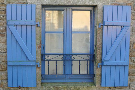 Prix d'un garde corps pour fenêtre : http://www.maisonentravaux.fr/fenetres/fenetre-pvc-alu-bois/prix-garde-corps-fenetre/