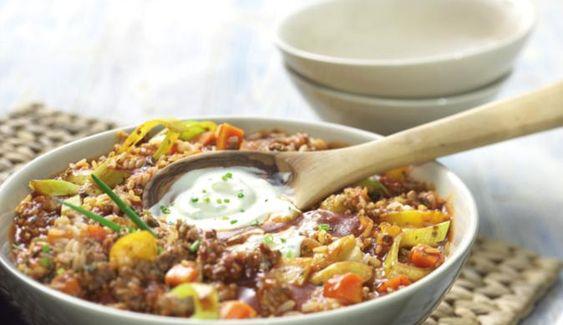 Der raffinierte Reistopf schmeckt einfach großartig. Dafür sorgen süßer Mais und leicht saure Crème fraîche. Das lecker angebratene Schweinefleisch bringt zusätzlich noch eine herzhafte Note.