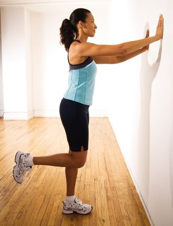 Flexions des jambes, debout http://www.plaisirssante.ca/ma-sante/forme/4-exercices-pour-raffermir-le-bas-de-votre-corps?slide=3 #fitness
