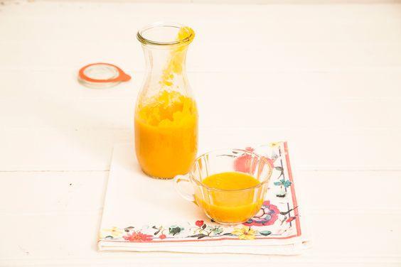 Sopa de cenoura com curry   Receita Panelinha:  Nesta receita, o caldo de frango faz toda a diferença (e ainda sobra para outras preparacões). Junto com o leite de coco e o curry, deixa a cenoura com gosto renovado!