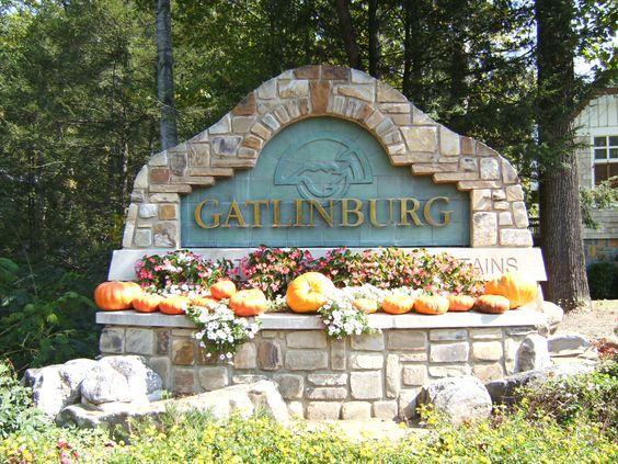 Gatlinburg Scenes In 2020 Gatlinburg Wonderful Places Favorite Places