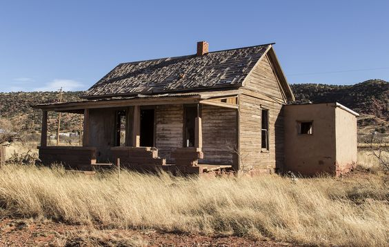 Abandoned house in Cuervo, New Mexico. (pinned by haw-creek.com)