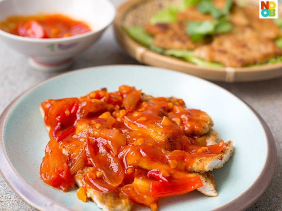 Chinese-style tomato sauce recipe. Goes well with pork, chicken and fish.