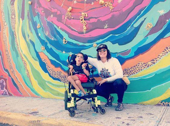 """Recordando a Carlitos y como su papá me traduce sus gestos y sonidos. """"Tú mural es su favorito"""" Lo más que amo me mi trabajo compartir belleza y alegría. #delacallenomequito #Vikinga  #3D"""