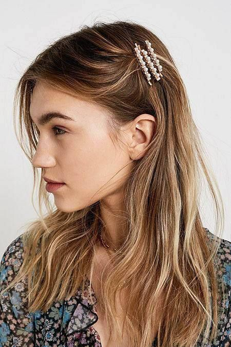 Pearl Bobby Pin Pull Back w/ loose hairs. Easy. Classy. Simple.