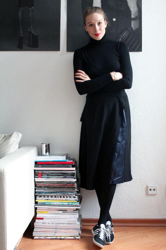 Outfit: Der Seidenrock von Avelon zu Sneakern