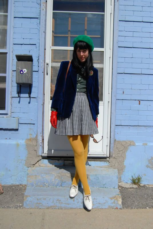 YeYe yellow tights outfit