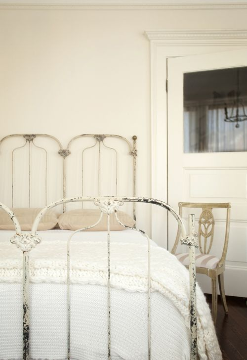 My goodness, why does this have to be so heavenly? I adore this and my beau would, too. At least partially. Can't tell you how much he loves white linens. Don't know if I could get him to go for the cast-iron bed frame, but maybe with a little wheeling and dealing! Gorgeous, gorgeous, gorgeous!: