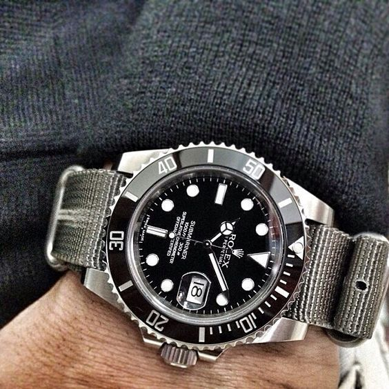The #Rolex 116610 Submariner on a custom NATO strap from @DaLucaStraps.