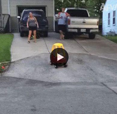 Pai não consegui segurar a criança